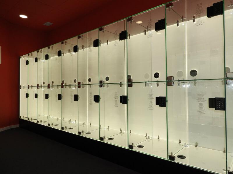 Taquillas y cargadores móviles en mobiliario