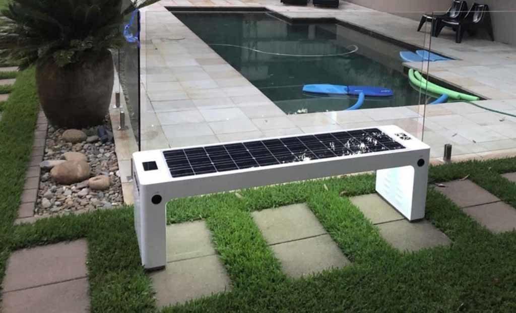 Mobiliario solar para cargar dispositivos